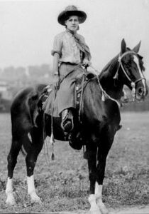 Cowgirls in the early 20th century (8)